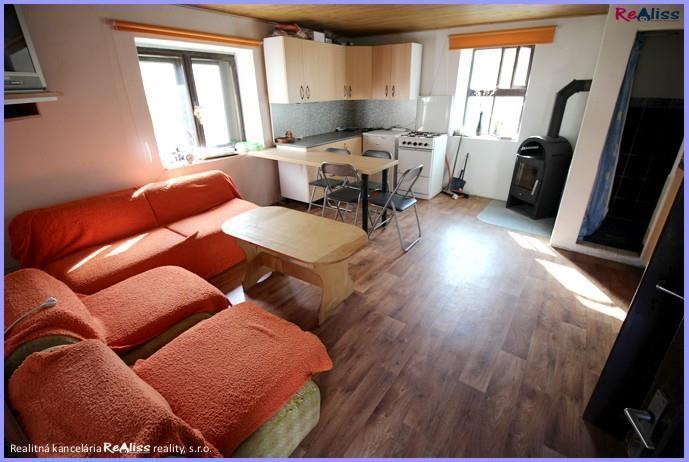 Reality Rezervované - Dobová, 3 izbová, ihneď užívateľná chalupa v obci Kšinná
