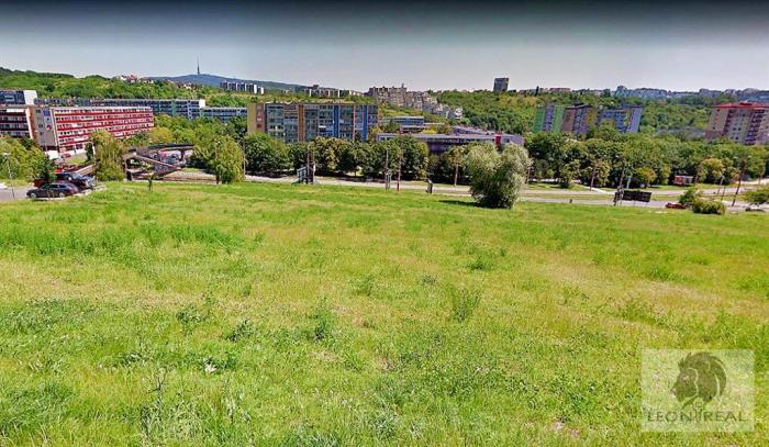 Reality Stavebný pozemok na bytové domy 4700 m2 v Karlovej Vsi - ul.Jana Stanislava