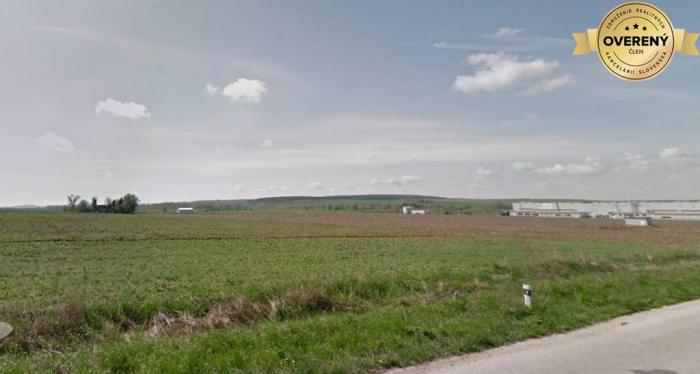 Reality PREDAJ- Priemyselný pozemok 75000 m2- 7 km od závodu Jaguar-Landrover