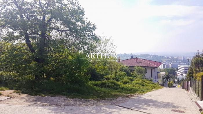Reality ARTHUR - Predaj slnečného stavebného pozemku s krásnym výhľadom na Bratislavu