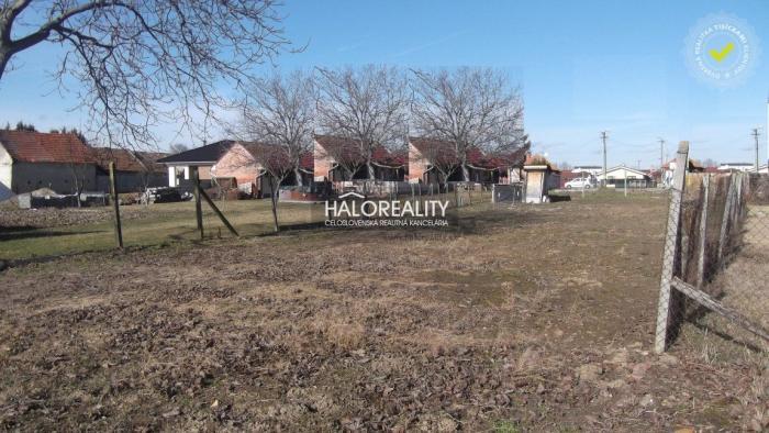 Reality Predaj, pozemok pre rodinný dom 713 m2 Vráble, Horný Ohaj