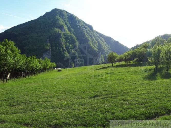 Reality Väčší pozemok s nádherným výhľadom v krásnom prostredí - Záskalie pri Považskej Bystrici