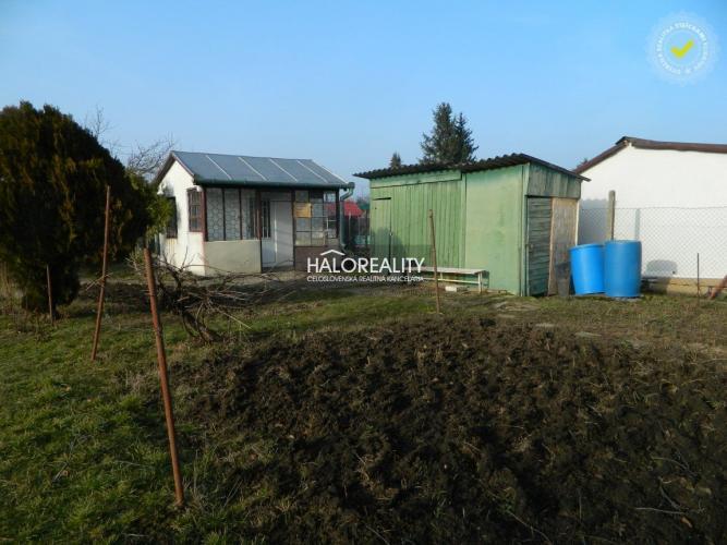 Reality Predaj, pozemok-záhrada 400 m2 Levice, Mestský majer