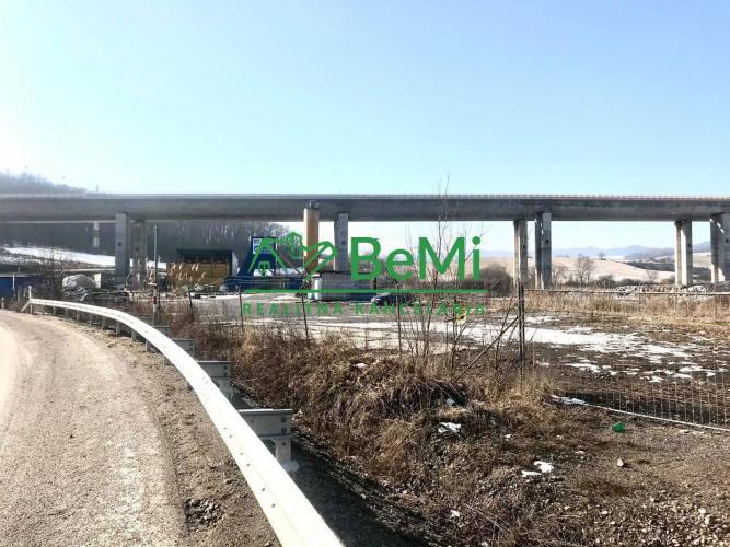 Reality Ponúkame Vám na predaj lukratívny pozemok na priemyselné účely v Žiline
