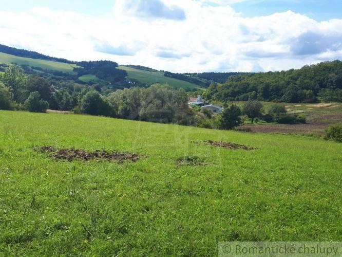 Reality Pozemok v prírodnom prostredí obklopený lesom s výhľadom pri Považskej Bystrici na predaj