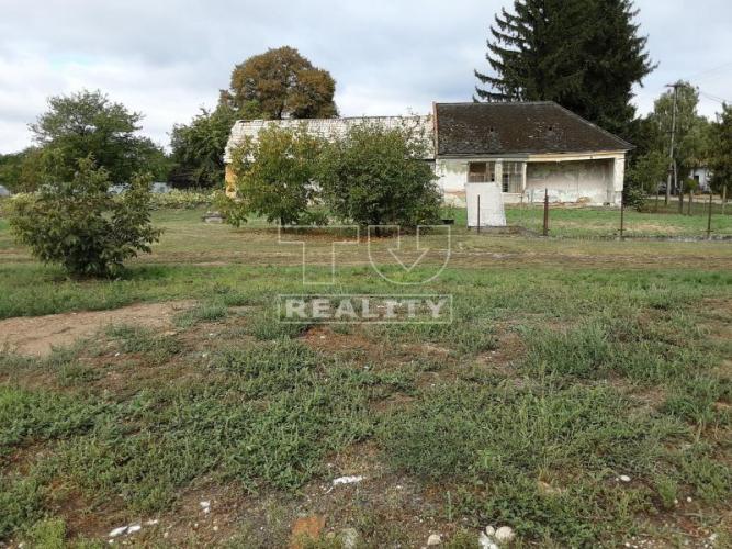 Reality Výhodná ponuka! Na predaj slnečný stavebný pozemok blízko mesta Želiezovce v obci Nýrovce,25