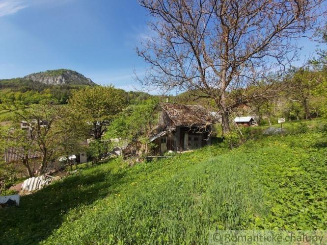 Reality Pozemok so starou chalupou v prírodnom prostredí obce Udiča - časť Uhry na predaj