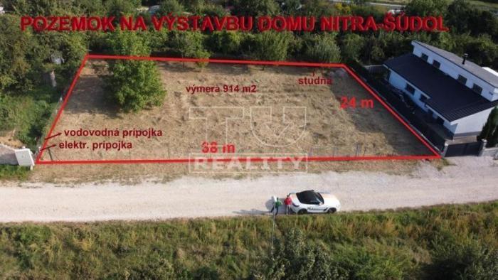 Reality Slnečný a priestranný pozemok na výstavbu rodinného domu v Nitre časť Šúdol s výmerou 914