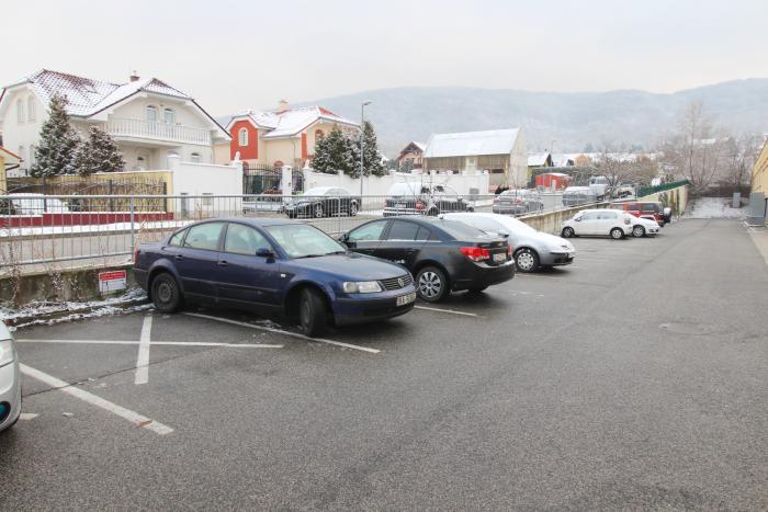 Reality Vonkajšie parkovacie státia na ulici Štefana Králika v Devínskej Novej Vsi
