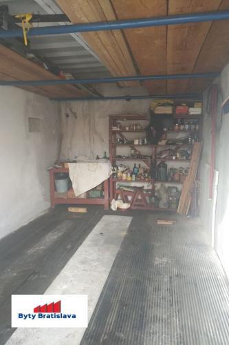 Reality RK Byty Bratislava preda garaz na ul. Kadnárová, BA III