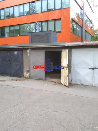 Reality Garáž, Budovateľská ul., za bytovým domom Budovateľská 33-35