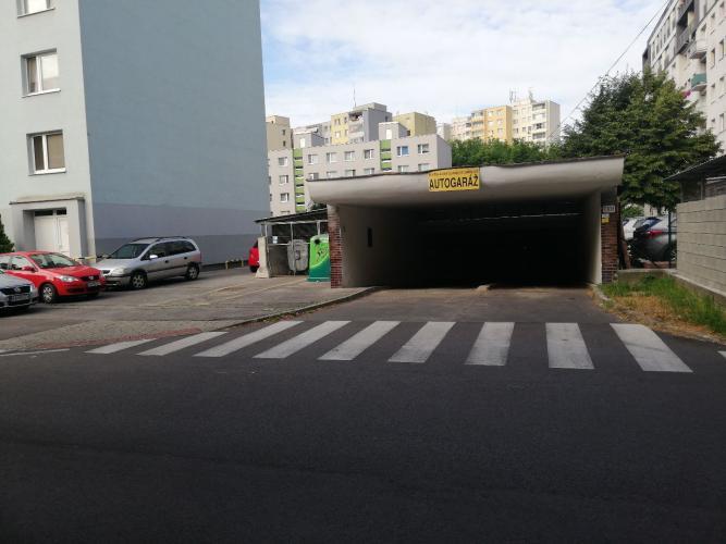 Reality AOA Real – garážové státie, elektrická brána, kamerový systém, Ondavská ul., Ružinov