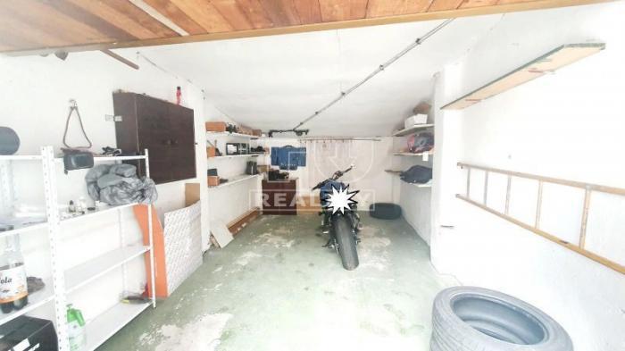 Reality TUreality ponúka na predaj garáž v Handlovej, 20m2. CENA: 12 000,00 EUR